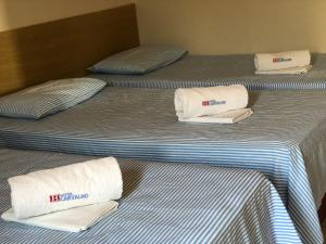 A bed or beds in a room at Hotel Carvalho