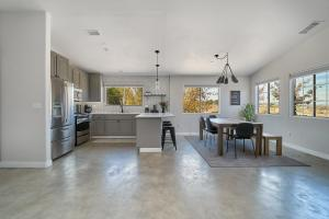 A kitchen or kitchenette at Eclectic Joshua Tree