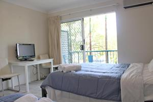A bed or beds in a room at Broadwater Keys Holiday Apartments