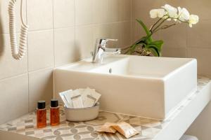 A bathroom at Hotel Jonico