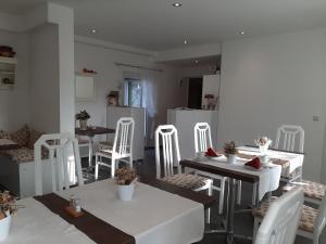 Ein Restaurant oder anderes Speiselokal in der Unterkunft Pension Mark