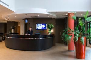 The lobby or reception area at Hôtel Oceania Nantes