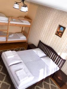 A bed or beds in a room at Pelican