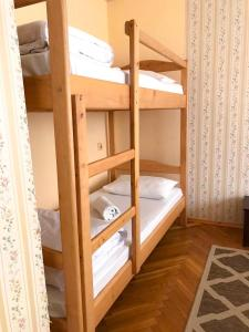 A bunk bed or bunk beds in a room at Pelican