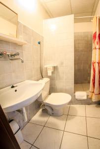 Ванная комната в Hotel Pyramida