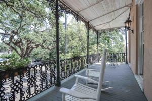 A balcony or terrace at Malaga Inn