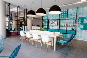 The lounge or bar area at ibis Styles East Perth