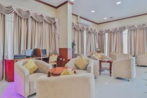 منطقة جلوس في OYO 274 California Suites