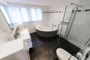 A bathroom at Sunny and quiet apartment 20 min from Zurich Main Station