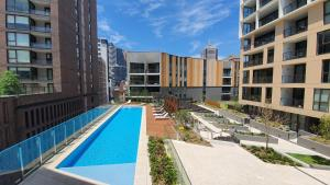 The swimming pool at or near Two Bedroom Darling Harbour apt Chinatown CBD UTS