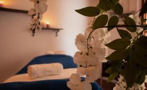 Een bed of bedden in een kamer bij Bungalows Parque Bali con AIRE ACONDICIONADO