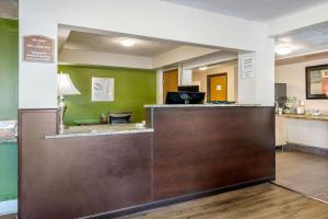 The lobby or reception area at Quality Inn Leesburg Chain of Lakes