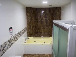 A bathroom at Hotel Gold Premium