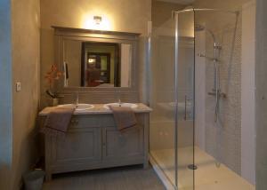 A bathroom at Bed & Breakfast Demeure du Pareur