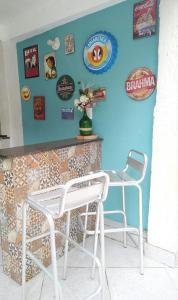 A seating area at Apartamento espaçoso localizado no Centro de Angra dos Reis