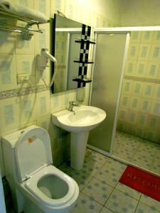 A bathroom at Hotel Chez Wou