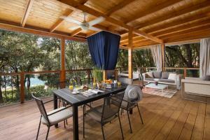 Restauracja lub miejsce do jedzenia w obiekcie Camping Homes Mon Perin