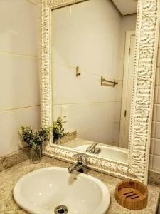 A bathroom at Estúdio novíssimo no Menino Deus