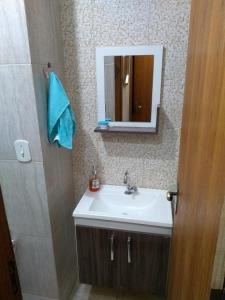 A bathroom at Jasmim Apê Quartos Privativos Arraial do cabo