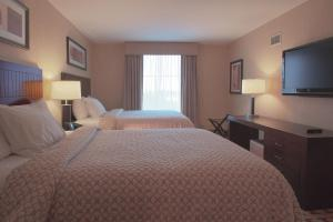 A bed or beds in a room at Embassy Suites Columbus - Airport