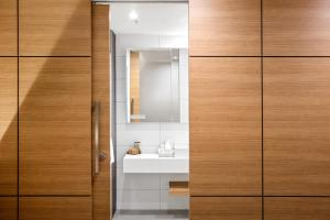 A bathroom at Jasper Boutique Hotel