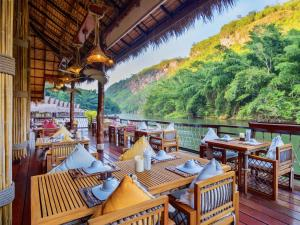 A restaurant or other place to eat at The Float House River Kwai