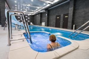 The swimming pool at or near Spa Hotel Slavyanovsky Istok