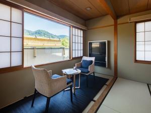 A seating area at Gion Ryokan Karaku