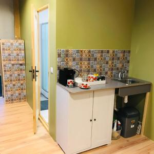 A kitchen or kitchenette at Fly in fly out