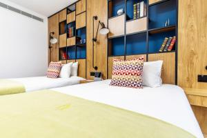 A bed or beds in a room at Campanile Shanghai Huaihai