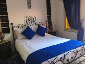 A bed or beds in a room at Dar KHALID