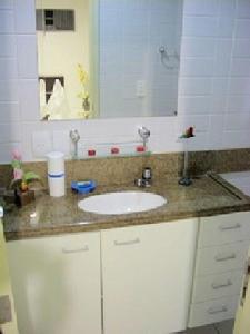 A bathroom at Flat Boa Viagem