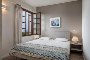 A bed or beds in a room at Alianthos Suites