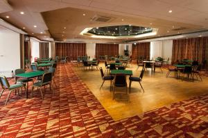 A restaurant or other place to eat at Heathlands Hotel