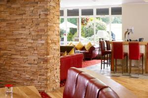 The lounge or bar area at Meon Valley Hotel, Golf & Country Club