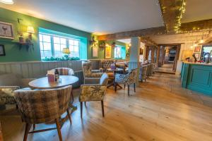The lounge or bar area at Cross Keys By Greene King Inns