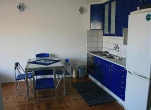 Кухня или мини-кухня в Belvedere Apartments