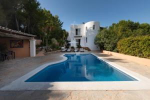 The swimming pool at or near Villa Mercedes