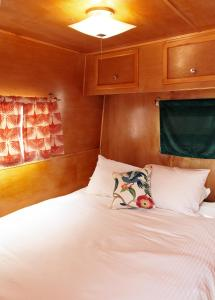 A bed or beds in a room at Hotel Luna Mystica