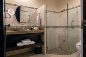 A bathroom at Parador Resort and Spa