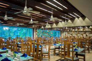 A restaurant or other place to eat at Las Brisas Huatulco