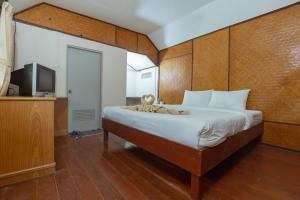 A bed or beds in a room at Varin Beach Resort