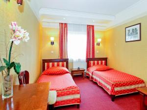 Łóżko lub łóżka w pokoju w obiekcie Hotel Senator Centrum Konferencyjne