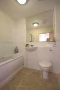 A bathroom at Kelvin Gate