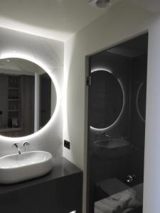 Ένα μπάνιο στο Nikos Ikies
