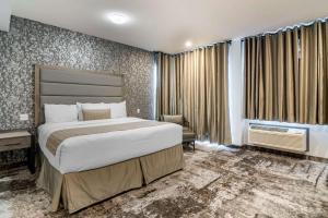 A bed or beds in a room at The Hue Hotel, Ascend Hotel Collection