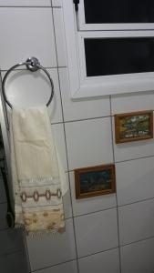 A bathroom at Linda vista para o Guaíba