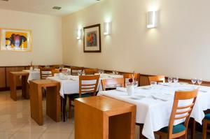 Um restaurante ou outro lugar para comer em Agua Hotels Nelas Parq