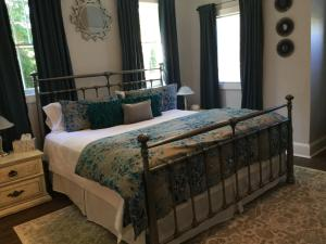 A bed or beds in a room at The Ocean Bay House