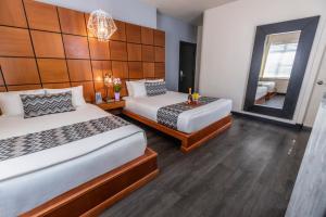 Letto o letti in una camera di Chesterfield Hotel & Suites